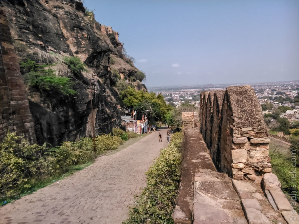Path to the entrance of the fort