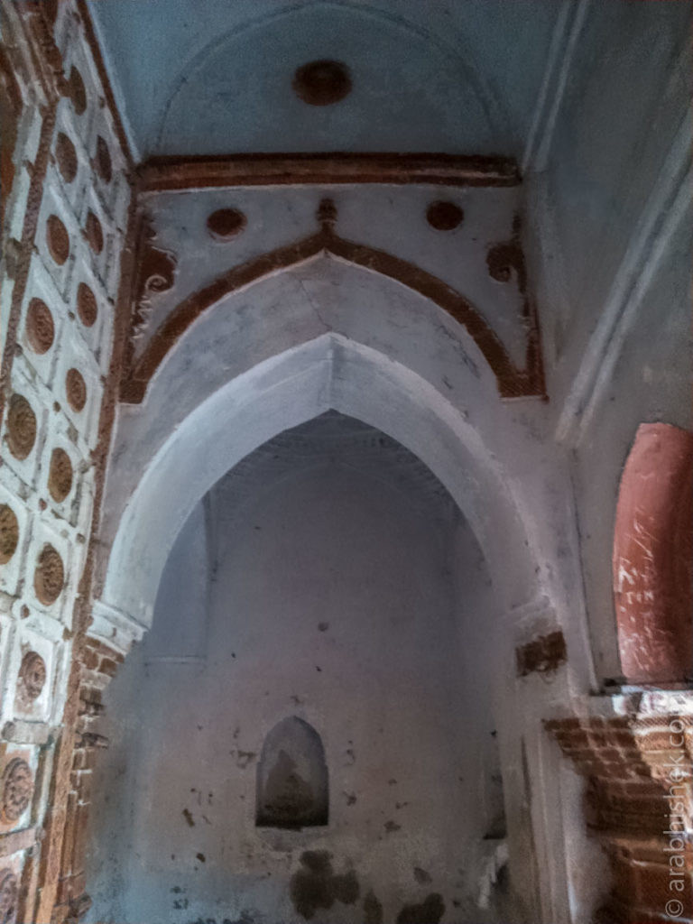 Arches inside Anant Basudev temple
